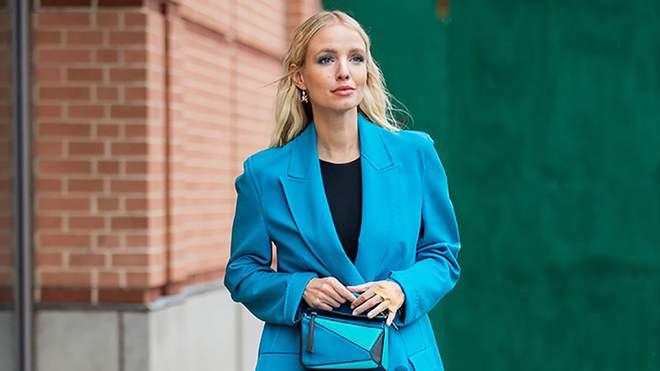 شاهد أمثلة عصرية على مزيج من اللون الأزرق من Leonie Hanne زاجل نيوز