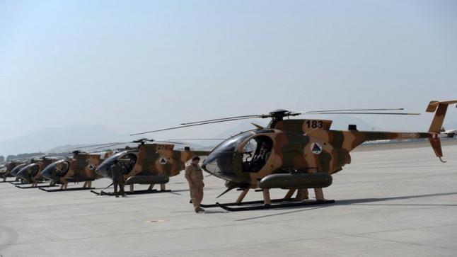 طيارون أفغان يبدأون مغادرة أوزبكستان إلى الإمارات