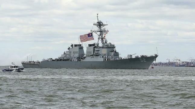 البحرية الامريكية تطلق نيرانها التحذرية تجاه السفن الايرانية … تفاصيل
