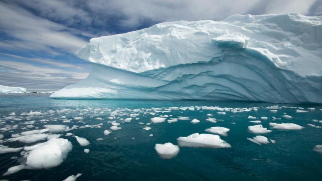 ذوبان الجليد القطبي يغير قشرة الأرض