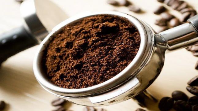 القهوة المطحونة استخدمها بما يلي بدلا من رميها