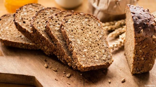 ما الهدف من تخزين الخبز في الفريزر بدلاً من الثلاجة؟!