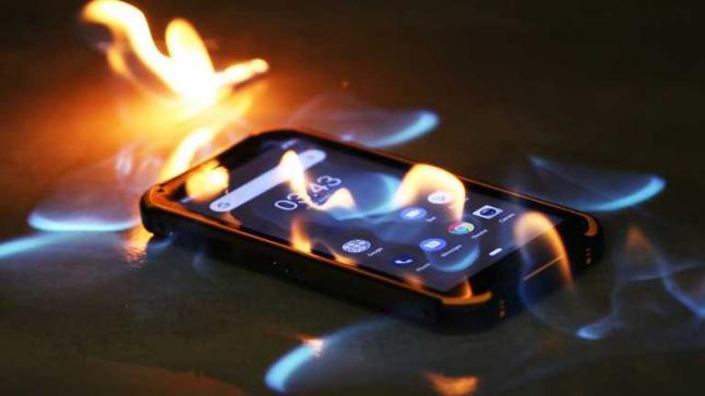 هل خطر لك يوم كيف تنفجر الهواتف الذكية وكيف تتجنبها ؟!