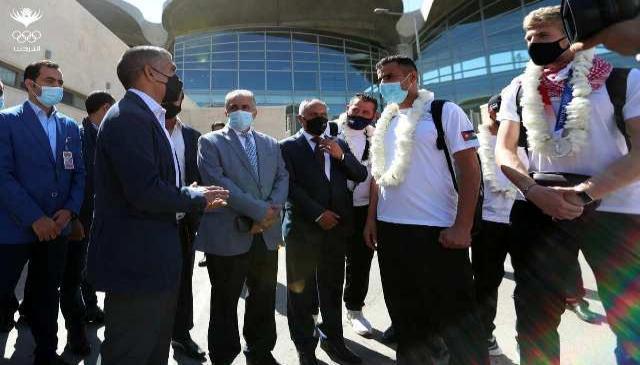 الامير راشد والاميرة زينة ونائب رئيس اللجنة الأولمبية يستقبلون البطل الشرباتي
