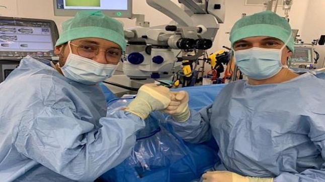 طبيب سعودي يعيد البصر إلى المواطن الفرنسي بإجراء مبتكر