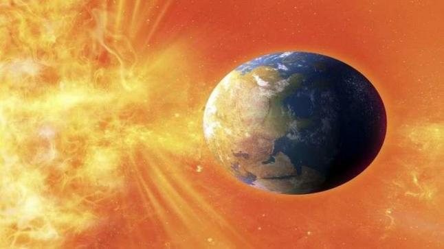 """عاصفة شمسية سوف تضرب  في """"الاتصالات"""" .. سنرى """"الوهج القطبي"""""""