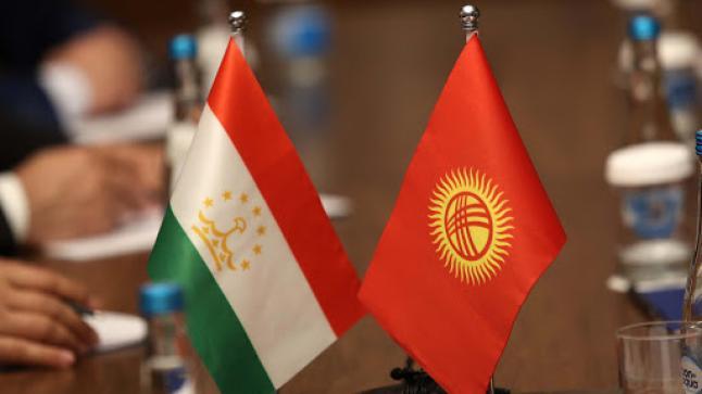 رؤساء قرغيزستان و طاجيكستان يتفقان على سحب المعدات العسكرية من الحدود