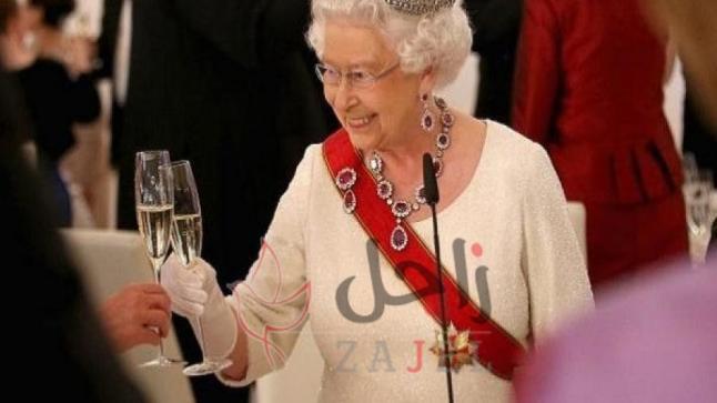 مصممة أزياء الملكة إليزابيث تكشف أسراراً جديدة من داخل القصر