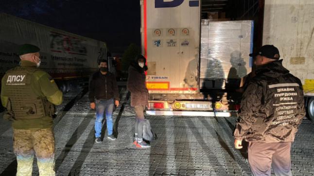وصول مهاجرون غير شرعيون من سوريا إلى أوكرانيا في شحنة من الأقمشة