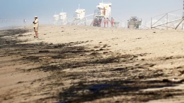 تسرب نفطي واسع النطاق قبالة سواحل كاليفورنيا
