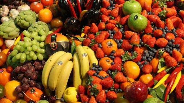 أطباء يتحدثون عن العلاقة بين لون الفاكهة والخضروات وفوائدها