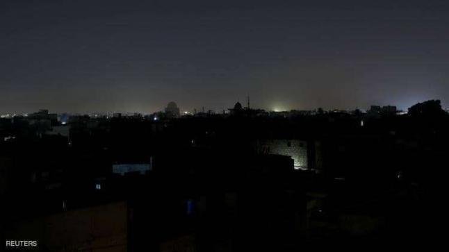 """ليلة في الظلام الدامس.. انقطاع الكهرباء عن """"دولة بالكامل"""""""