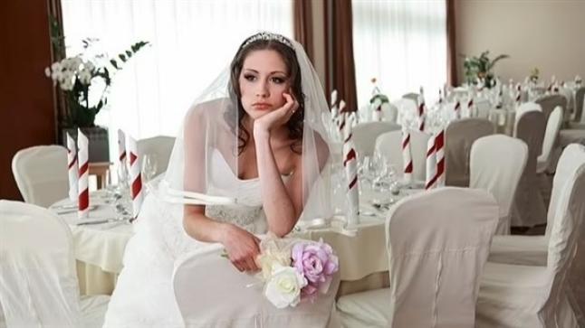 تمنع والديها وشقيقها من حضور زفافها بسبب كلب