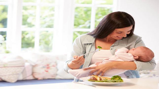أفضل نظام الغذائي للمرضعات.. وأهم الأطعمة التي يجب تناولها وتجنبها خلال الشتاء