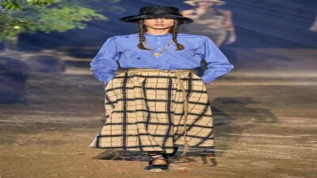 أزياء الكاروهات تستكمل رواجها على منصات العروض لصيف 2020
