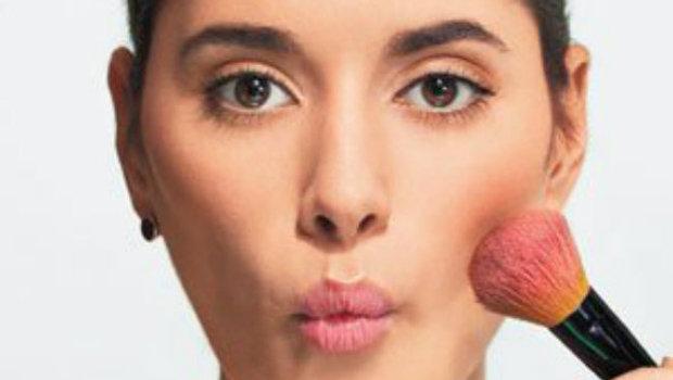 اكتشفي طريقة وضع أحمر الخدود حسب شكل وجهك – زاجل نيوز